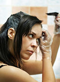 женщина, окрашивание волос — Стоковое фото