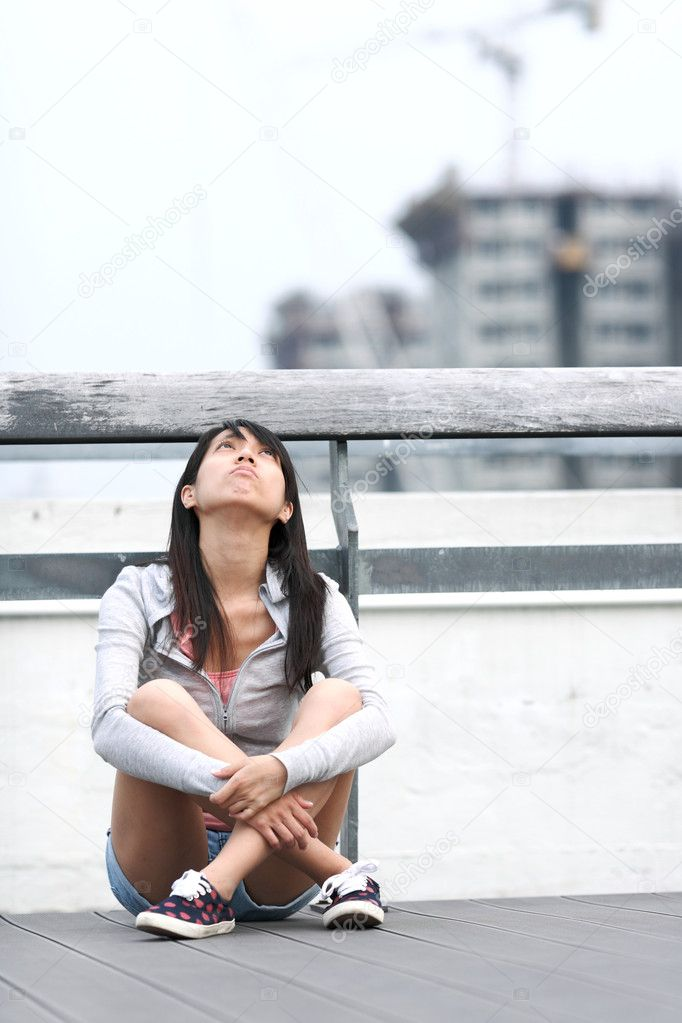 Depressed girl looking to the sky — Stock Photo #4071984