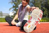 žena, která dělá protahovací cvičení — Stock fotografie