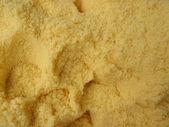 Grande quantité de sel de bain jaune avec des trous scoop — Photo