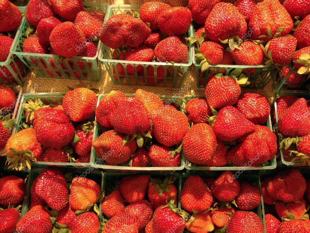 Rows of Strawberries in plastic baskets on display at Farmers Market                                — Stock Photo #5315844