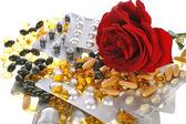 Pills and rose — Stock fotografie
