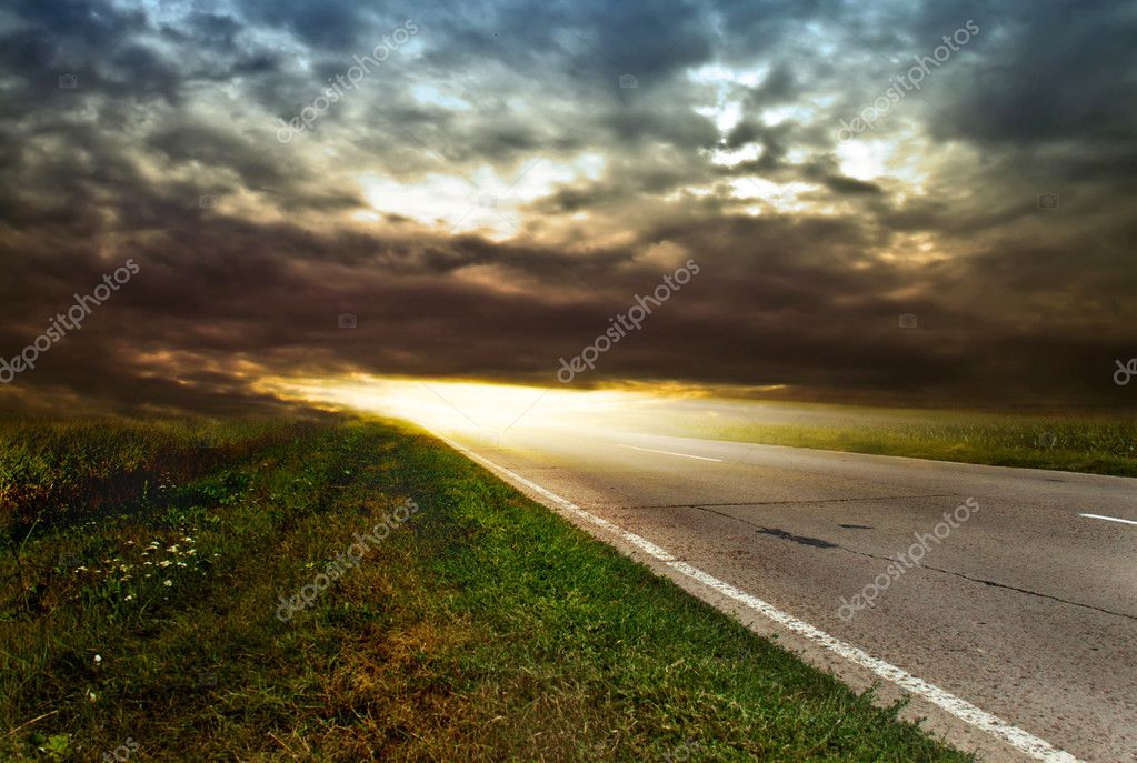 Bright sunlight at the end of the path — Stock Photo #5285540