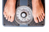 Waman feet on scale, diet watching — Stockfoto