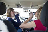 Two women in the  car drinking alcohol — Stock Photo