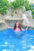 Ontspannen in het zwembad — Stockfoto