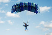 The girl parachutist in dark blue overalls — Stock Photo