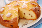 Pineapple cake with raisins — Stock Photo
