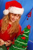 Young girl decorating christmas tree — Stock Photo