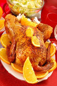 Roasted whole chicken with oranges — 图库照片