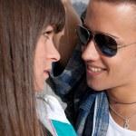 junges Paar urban Fashion flirten close-up portrait — Stockfoto
