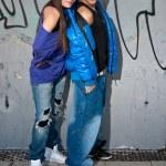 mladý pár městské módy stojící portrét — Stock fotografie #4943549