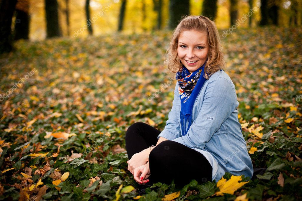Young caucasian student girl in golden autumn park — Stock Photo #4224747