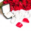 Valentine's day roses engagement ring — ストック写真