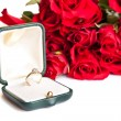 Valentine's day roses engagement ring — Stockfoto