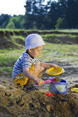 Little child play with sand — Zdjęcie stockowe