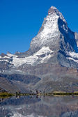 Tourists in front of the Matterhorn — Stock Photo