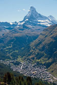The Matterhorn towering over Zermatt — Stock Photo