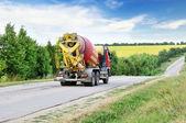 Lastbil på väg — Stockfoto