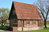 Prosty rosyjski dziennik drewniany dom — Zdjęcie stockowe