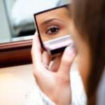 Reflexion girl in a mirror — Stock Photo