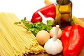 Spaghetti and vegetables — Stock Photo
