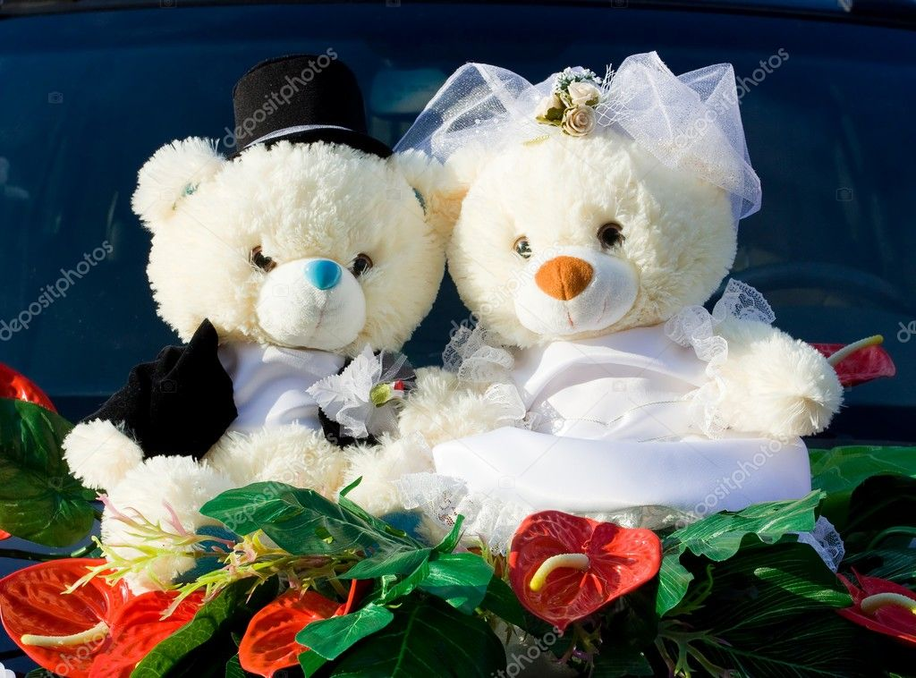 Two beauty teddy bears, of bride and groom, wedding concept. — Stock Photo #3967627