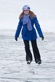 Girl on ice skates. — Stock Photo