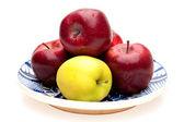 Teller mit äpfeln — Stockfoto