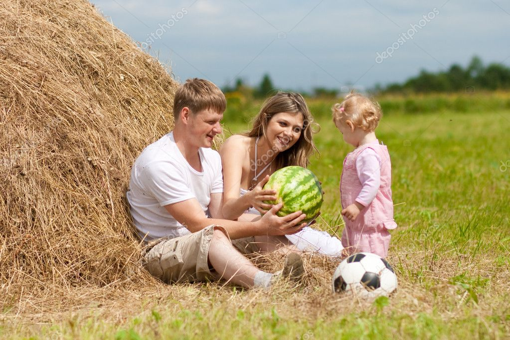 Happy family has fun in haystack together — Stock Photo #5312380