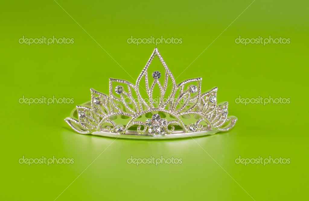 Tiara or diadem with reflection on green background — Stock Photo #5314295