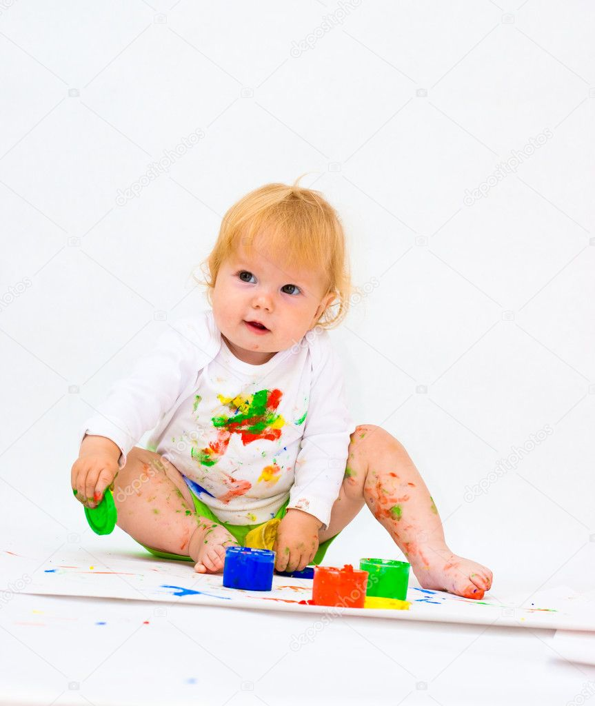 Baby girl drawing picture with paints — Stock Photo #5315464
