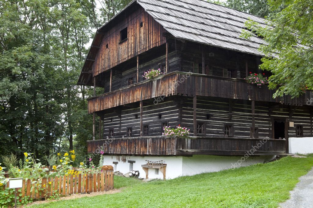 Old farmhouse in the countryside of Austria — Stock Photo #3926865