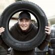 Checking Car Tire — Stockfoto