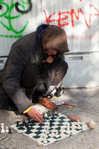 Homeless chess master playing chess — Stock Photo