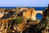 Rock van de algarve - kust in portugal, brich in de evining — Stockfoto