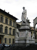 Monument to Dante Alighieri — Stock Photo