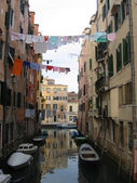 Small canal and drying clothes, Venice, Italy — Stock Photo