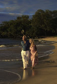 Senior couple walking on a maui beach — Stock Photo