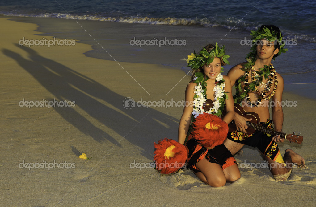 Couple dancing hula on the beach at sunrise in hawaii — Stock Photo #4238139