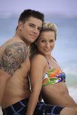 ビーチでカップルします。 — ストック写真