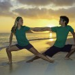 Couple on the beach exercising at sunrise — Stock Photo #4906392