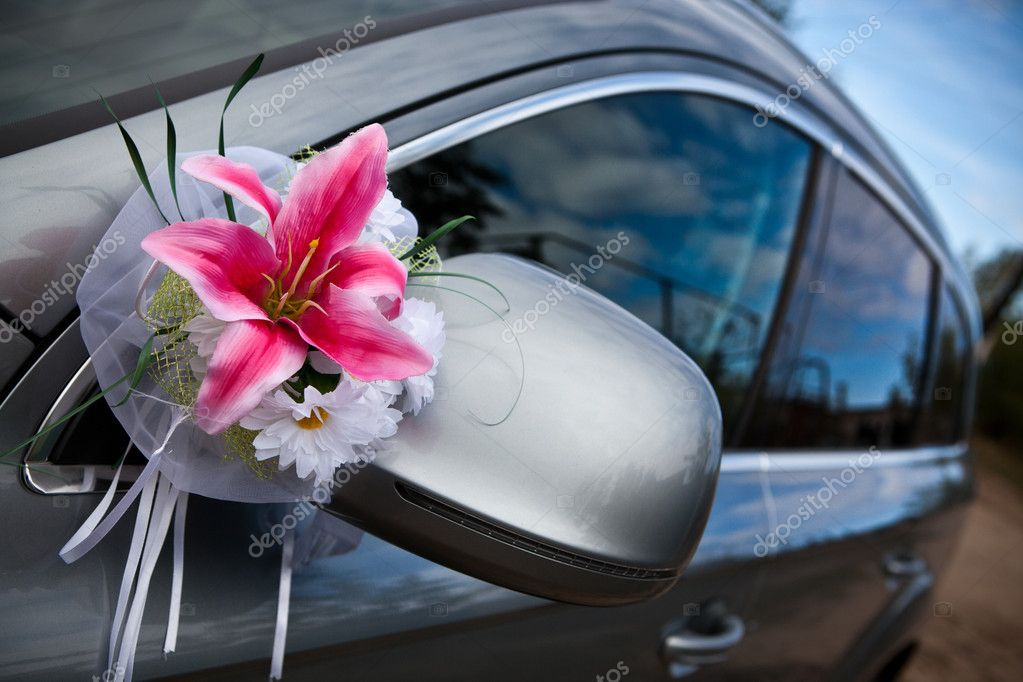 The elegant car for a wedding celebration — Stock Photo #4373079