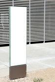 Segno bianco con una zona di spazio copia — Foto Stock