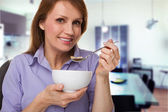 Eating a bowl of cereal — Stock Photo