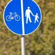Pedestrian and bicycle crossing sign. — Stock Photo