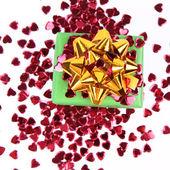 Articoli da regalo e coriandoli a forma di cuore — Foto Stock