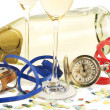 Two glasses with champagne, old pocket watch, streamer, cork and confetti i — Foto de Stock