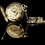 staré kapesní hodinky s odleskem — Stock fotografie