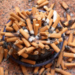Ashtray full of cigarettes close-up — Stock Photo